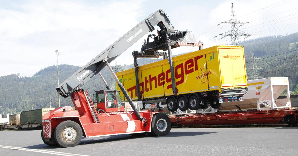 kranbarer-schubboden-satttelauflieger-nothegger-transporte
